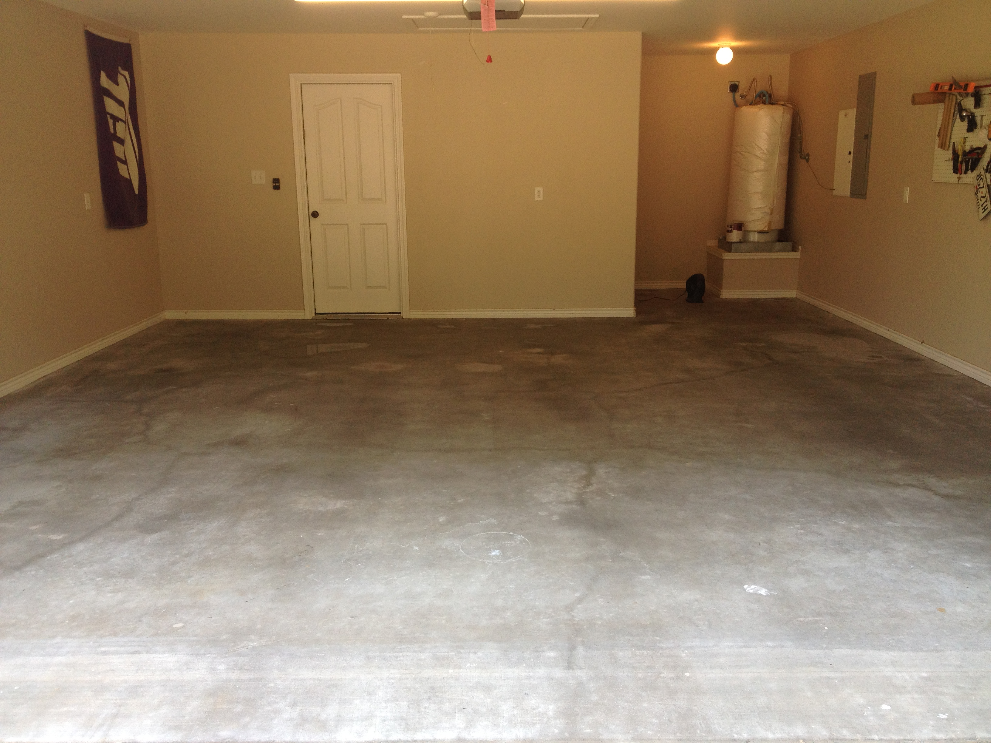 Diy garage floor coating matt lantz after an acid wash then painting on the epoxy solutioingenieria Image collections
